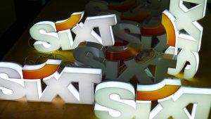 Sixt - Lichtwerbung Werbeanlagen LED-Vollacrylbuchstaben